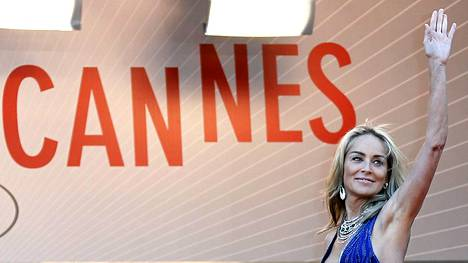 Sharon Stone saapumassa the Candelabra -elokuvan ensi-iltaan Cannesin elokuvajuhlilla.