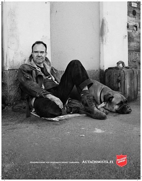 Peter Vesterbacka Pelastusarmeijan mainoksessa.
