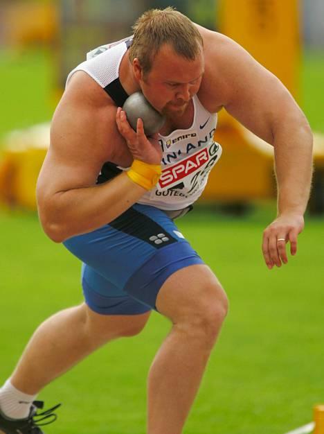 Ville Tiisanoja työnsi 11:nneksi Göteborgin EM-kisoissa 2006. Tulos mitätöitiin dopingkäryn jälkeen.