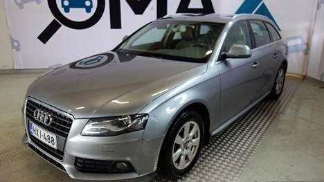 Uusikorinen Audi A4 Avant 2.0 TDI Business Multitronic –automaatti vuosimallia 2008 oli jo 399 999 kilometriä ajettu, mutta Omaxin hintapyyntö Tampereella 6480 euroa: siis lähes 600 euroa enemmän kuin samanikäisellä ja 60 000 kilometriä vähemmän ajetulla, vanhan mallisella 2.0 TDI Avantilla Lemillä. Molempien dieselmoottoreiden tehot ovat 143 hevosvoimaa. Tosin Lemin vanhanmallisessa Avantissa oli manuaalilaatikko.