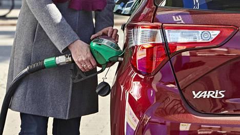 Yritykset suosivat hankinnoissaan entistä vähäpäästöisempiä autoja.