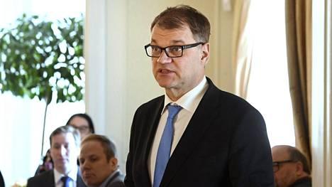 Pääministeri Juha Sipilä politiikan toimittajien lounastilaisuudessa virka-asunnollaan Kesärannassa, Helsingissä 1. maaliskuuta 2018.