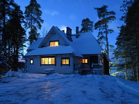 Vuonna 1904 Sibelius muutti perheensä kanssa Ainolaan, joka on kuin tehty tunnelmallisia jouluja varten.