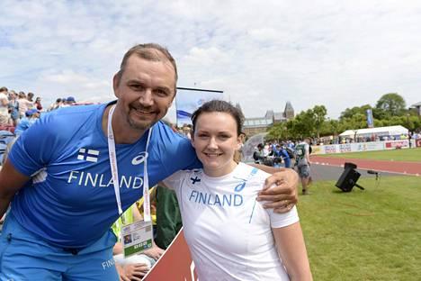Isä-Hannu valmentaa Jenni Kangasta.