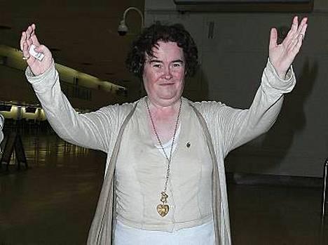 Susan Boyle lepäilee Simon Cowellin hänelle vuokraamassa luksustalossa.