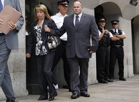 James Bulgerin äiti Denise Fergus ja hänen miehensä Stuart Fergus kuvattuna Lontoossa vuonna 2010.