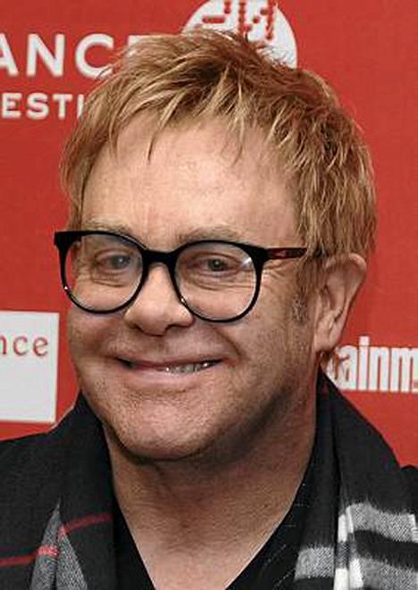 Elton Johnilla oli ennen David Furnishia monia nuoria, työttömiä rakastajia.