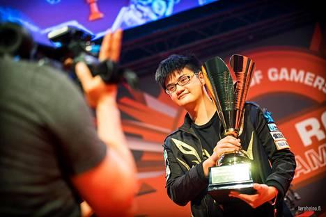 """Taiwanilainen Chen """"tom60229"""" Wei Lin voitti Assemblyjen Hearthstone-turnauksen kesällä 2015."""