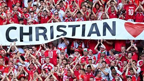 Tanskan kannattajat lähettivät viestin Christian Eriksenille torstaisessa Belgia-ottelussa.