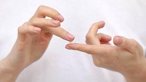 Käsivoiteen lisäksi apuun voi ottaa muusta ihonhoidosta tutut keinot.