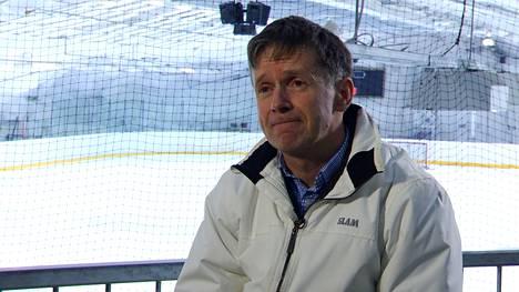 Erotuomari Jyrki Kivelä tuupertui tajuttomana maahan, kun pelaajan isä löi häntä takaapäin ottelun jälkeen.