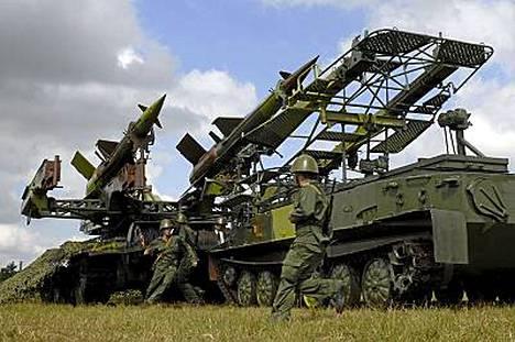Kuubalaissotilaat valmistelivat sotaharjoitusta tuntemattomassa paikassa.