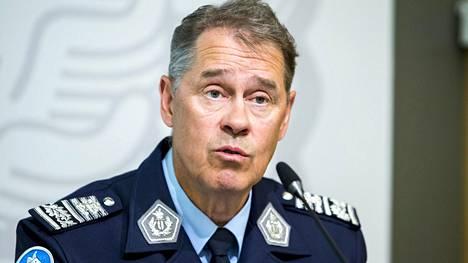 Poliisiylijohtaja Seppo Kolehmainen kertoi Ylen Ykkösaamussa, että henkilötutkimusten mukaan poliiseista 18 prosenttia pohtii alan vaihtoa.