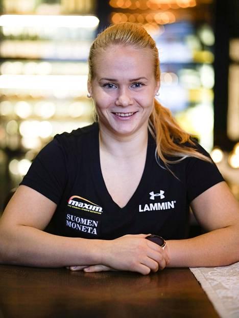 Lokakuussa Petra Olli voitti alle 65-kiloisten MM-finaalissa kultaa päihittäen Kanadan Daniella Lappagen.