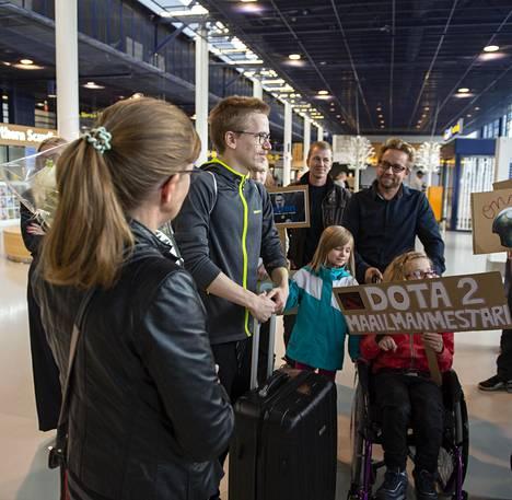 Rahakkaan potin voittanut Topias Taavitsainen palasi Kanadan turnauksesta kotiin tiistai-iltana.