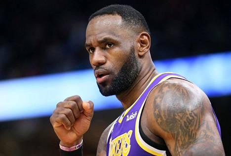 LeBron James joutuu puolustautumaan oikeudessa.