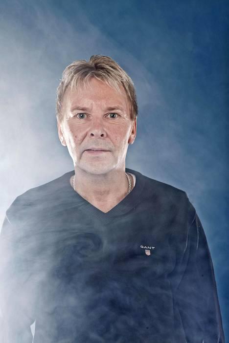 Matti Nykänen pölähti kadulla baari-iltaa viettänyttä Jonne Aaronia vastaan.