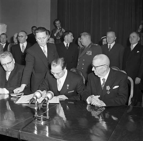 Porkkalan luovutuspöytäkirjan allekirjoitus Suomessa 26.1.1956.