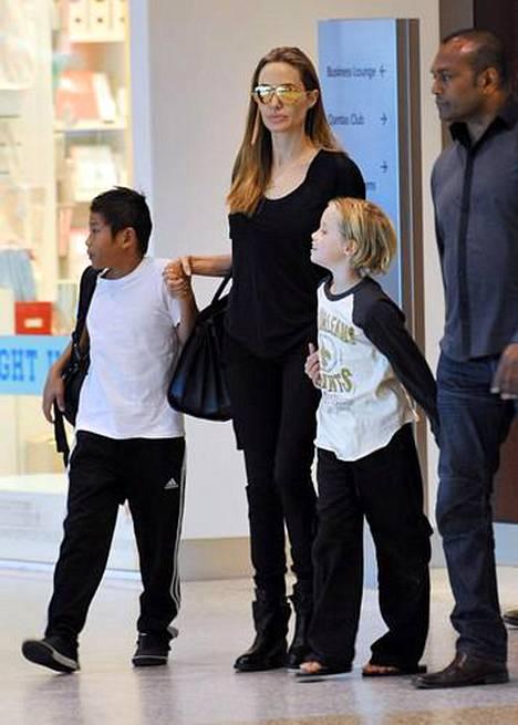Angelina Jolie on kuusilapsisen suurperheen äiti.