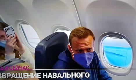 Tv-kamerat seurasivat Aleksei Navalnyin matkaa takaisin kotimaahansa eilen.