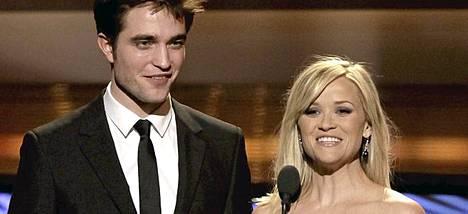 Robert Pattinson ja Reese Witherspoon tähdittävät Water for Elephants -elokuvaa.