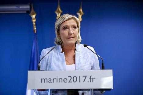 Le Pen iloitsi Donald Trumpin voitosta, jota hän kommentoi medialle pitämässään tiedotustilaisuudessa USA:n vaalien lopputuloksen selvittyä.