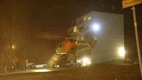 Lääkintähelikopteri lensi paikalle Espooseen.