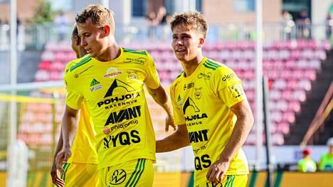 Eetu Mömmö (oik.) on ollut kauden johtavia pelaajia Ilveksessä, mutta hänkin on vaihtamassa maisemaa.