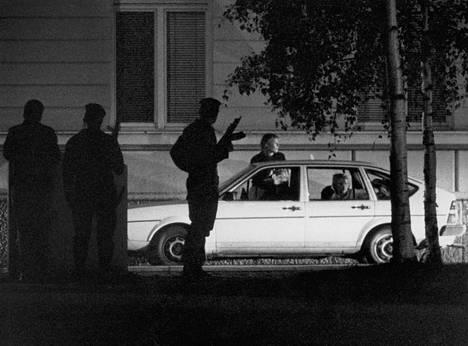 Poliisi yritti päästä puheyhteyteen kaappaajan kanssa.