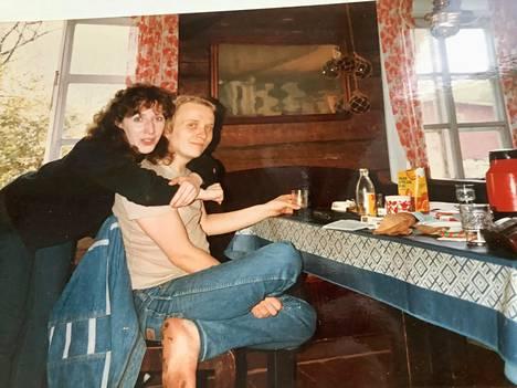 Pariskunta kuvassa 70-luvulla.