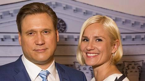 Samuli Edelmann ja Laura Malmivaara esittävät presidenttiparia, Henri ja Anna Talviota.