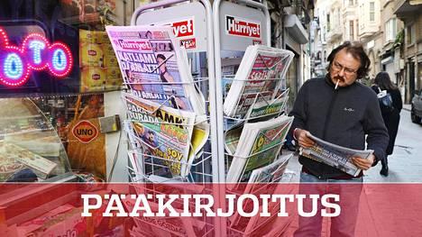 Toimittajat ilman rajoja -järjestön julkaisemassa lehdistönvapautta mittaavassa vertailussa Turkki on sijalla 157. Yhteensä 180 maan listalla Suomi on nyt sijalla neljä. Kuva Turkista, jossa vapaan lehdistön toimintamahdollisuudet ovat heikentyneet.