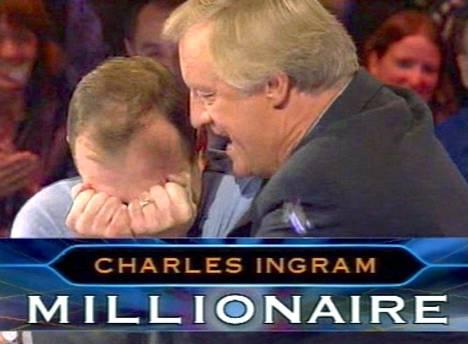 Chris Tarrant onnitteli Charles Ingramia miljoonapotin voitosta. Iloa ei kuitenkaan kestänyt kovin kauaa.