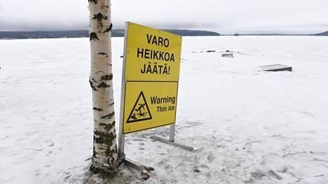 Viikonlopun aikana pelastuslaitokset saivat kymmeniä hälytyksiä jäihin pudonneiden pelastamiseksi eri puolilla maata.