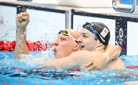 Hopealle uinut Alankomaiden Arno Kamminga hyppäsi yhteistuuletukseen pronssimitalisti Matti Mattssonin kanssa heti 200 metrin rintauinnin tulosten varmistuttua.