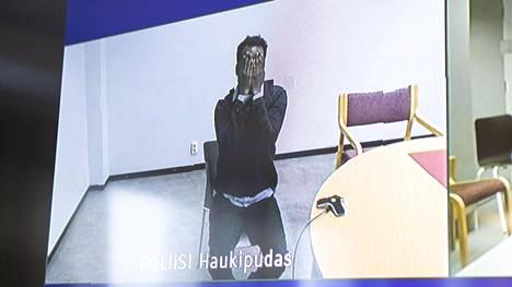 Vangittu mies oli istunnossa läsnä videon välityksessä Haukiputaan poliisivankilasta.