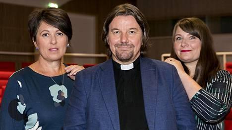 Ensitreffit alttarilla -sarjassa nähdään tuttuun tapaan Marianna Stolbow, Kari Kanala ja Elina Tanskanen.