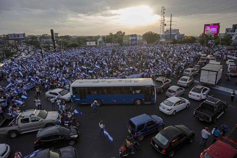Mielenosoituksiin osallistujien määrät ovat kasvaneet viikkojen kuluessa.