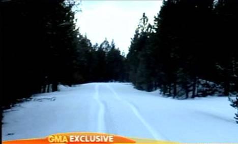 Pariskunta seurasi autonsa gps-navigaattorin ajo-ohjeita ja huonoksi onnekseen päätyikin Toyota Sequoia -katumaasturillaan keskelle metsää.