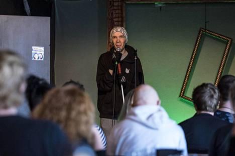 Stand up -komiikka on tuonut Tommi Vännin elämään myös parisuhteen.