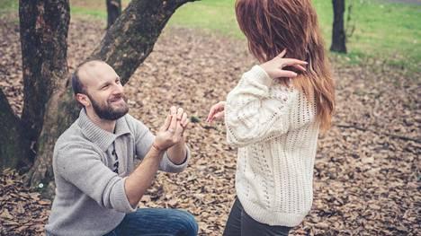 Kyselyyn vastanneiden mukaan kosinnan tulisi olla romanttinen.