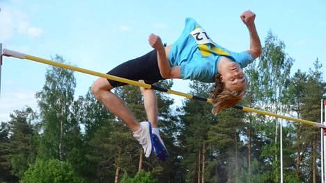 Näin Arttu Mattila ylitti tiistaina Jyväskylällä 15-vuotiaiden uuden SE-korkeuden 207.