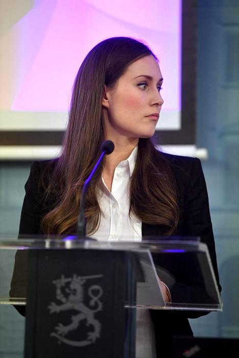 Pääministeri Sanna Marin tiedotustilaisuudessa maanantaina 16. maaliskuuta.