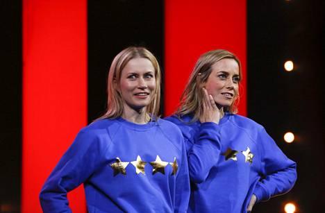 Minka ja Iina Kuustonen olivat lapsesta saakka innokkaita esiintyjiä, jotka pitivät vanhemmilleen loputtoman pitkiä esityksiä.