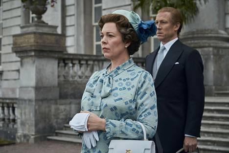 Olivia Colman ja Tobias Menzies jatkavat kuningatar Elisabetin ja prinssi Philipin rooleissa myös neljännellä tuotantokaudella.