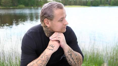 Pele Koljonen puhuu peliriippuvuudestaan kannustaakseen muita pelureita hakemaan apua ongelmiinsa.