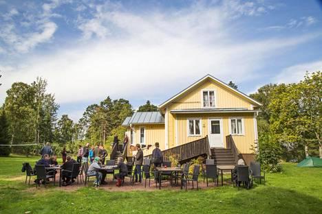 Rauhanleiriläiset kokoontuivat Gregersön leirikeskukseen.