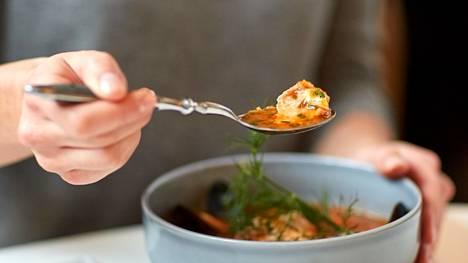 –Lounas on monessa mielessä päivän tärkein ateria, toteaa painonhallintalääkäri.