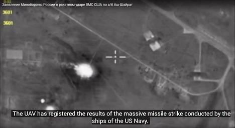 Venäjän puolustusministeriö julkaisi kuvia Yhdysvaltain ohjusiskussa vaurioituneesta lentokentästä.