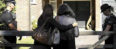 Al-Hillien ystävät kävivät perheen kodin portilla purkamassa suruaan.